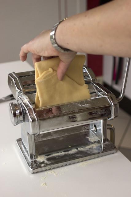 Pastadeeg in pastamachine