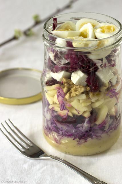 Paarse salade in een pot