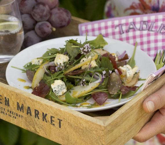 Salade met gebakken peer en blauwe kaas