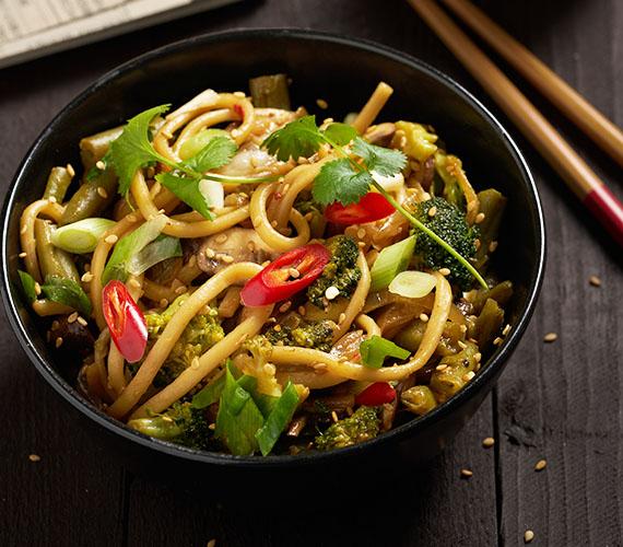Udon noedels met geroerbakte groenten