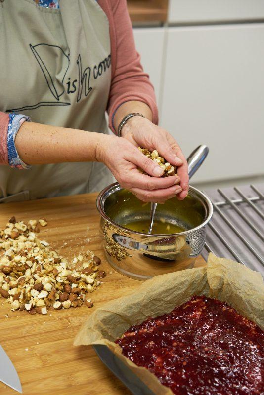 Haverrepen met frambozen - noten in boter-suikermengsel